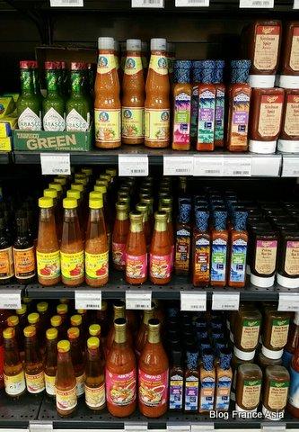 Votre supermarché exotique commercialise une grande variété de sauces, notamment des sauces sukiyaki prêtes à l'emploi